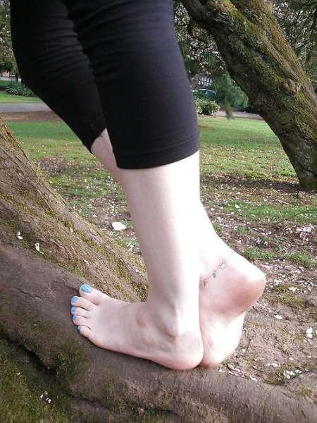 Cherche pieds d'une étudiante blc